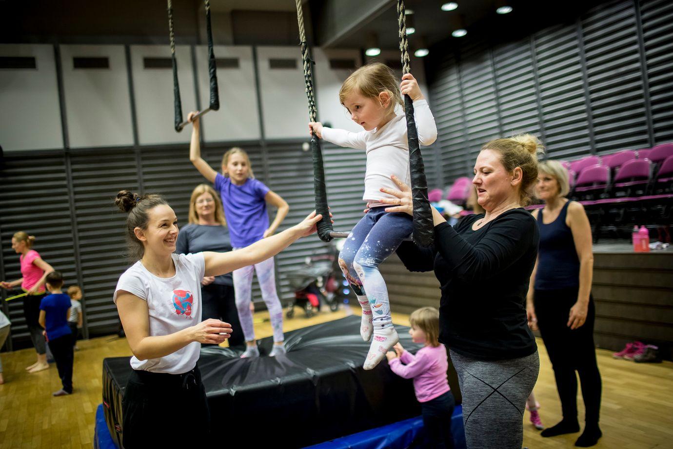 Cirkusovy-workshop-KD-Mlejn_Vojtech-Brtnicky.JPG