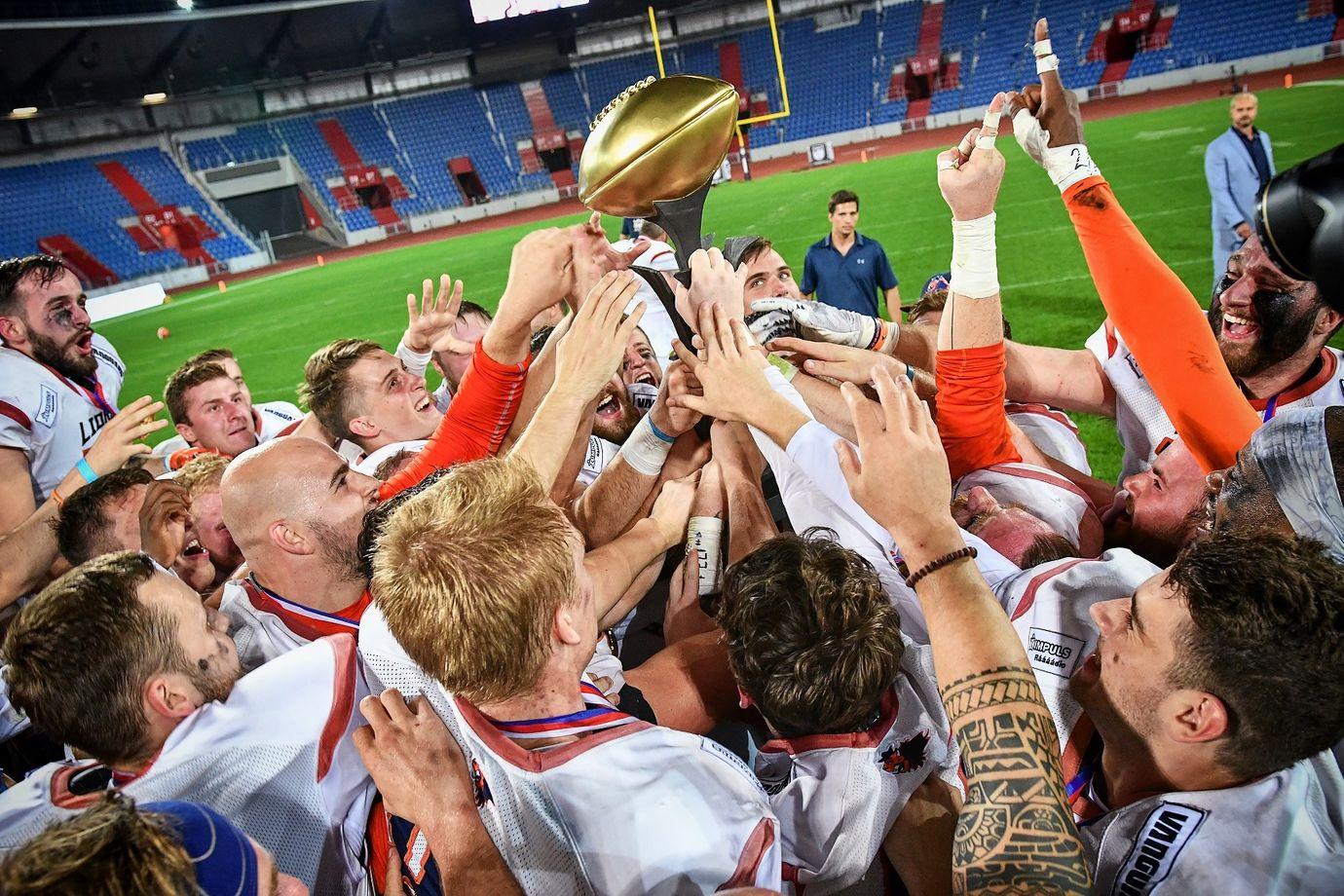 Prague-Lions-slavi-titul-2019.jpg