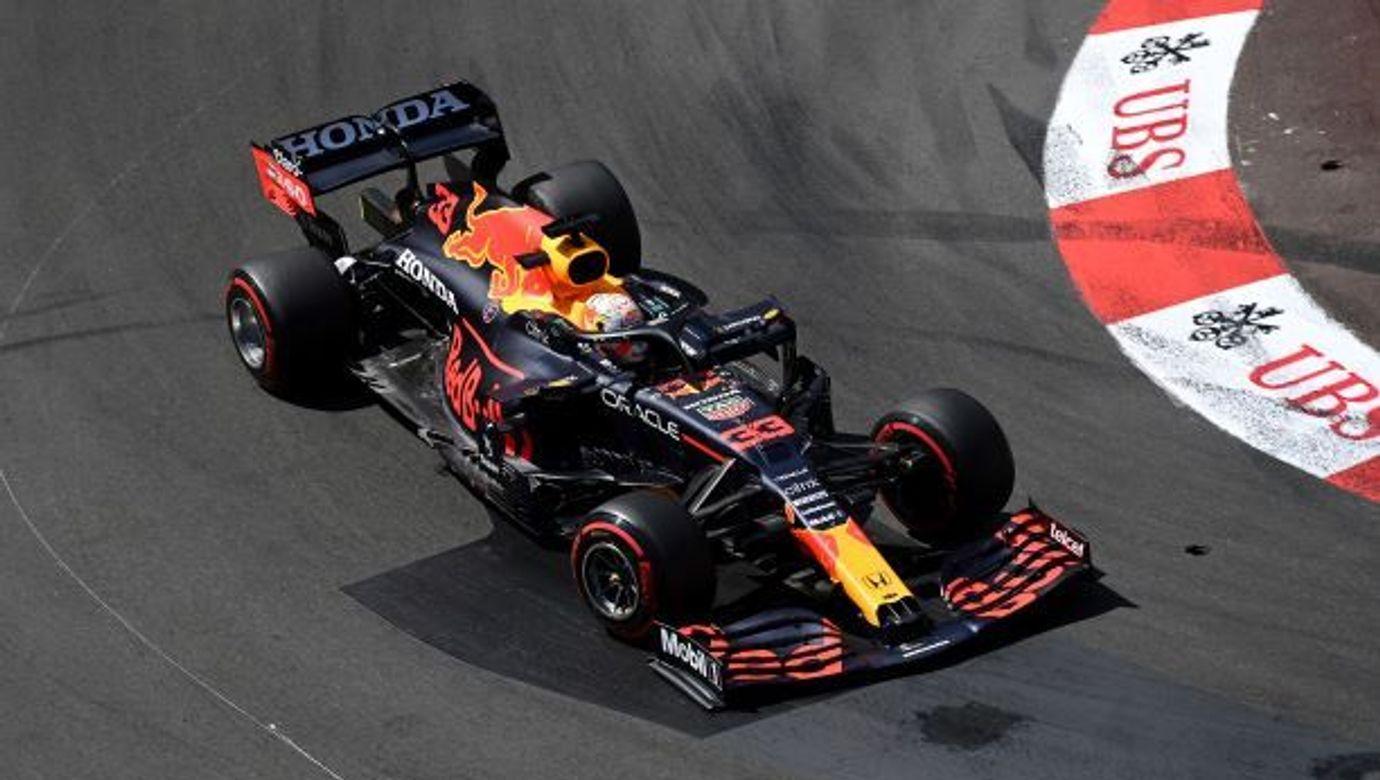 Černý monopost týmu Red Bull.