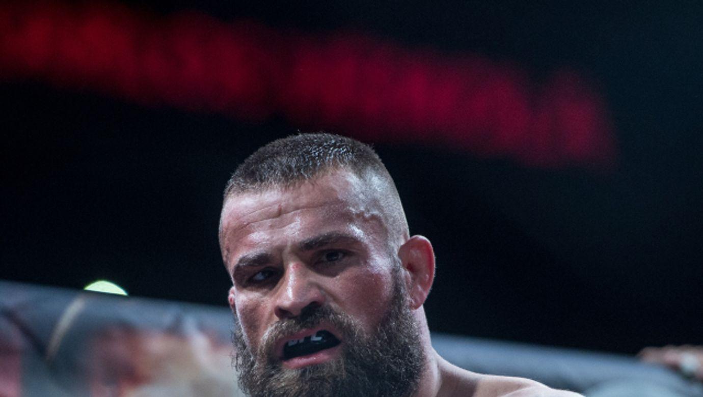 KARLOS VÉMOLA, bojovník MMA, sportovec---Karlos Vemola