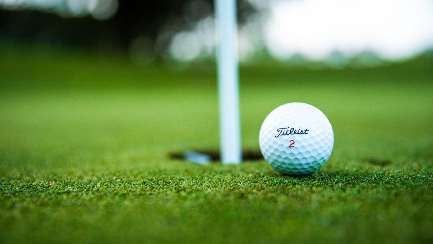 close-up-photo-of-golf-ball-2828723