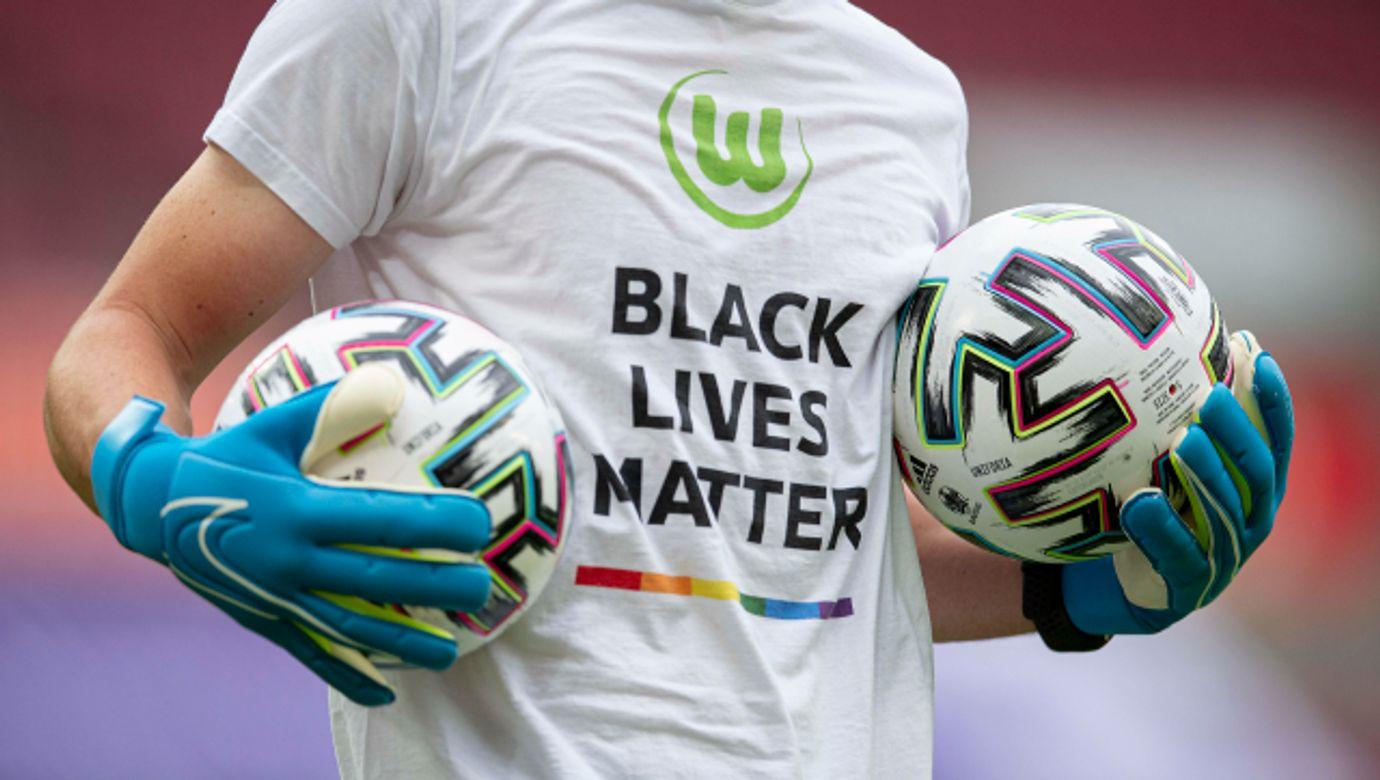 DFB Pokal Finale Frauen, VFL Wolfsburg vs SGS Essen, 04.07.2020 Feature, Black lives Matter auf warm up Shirt, Torwartt