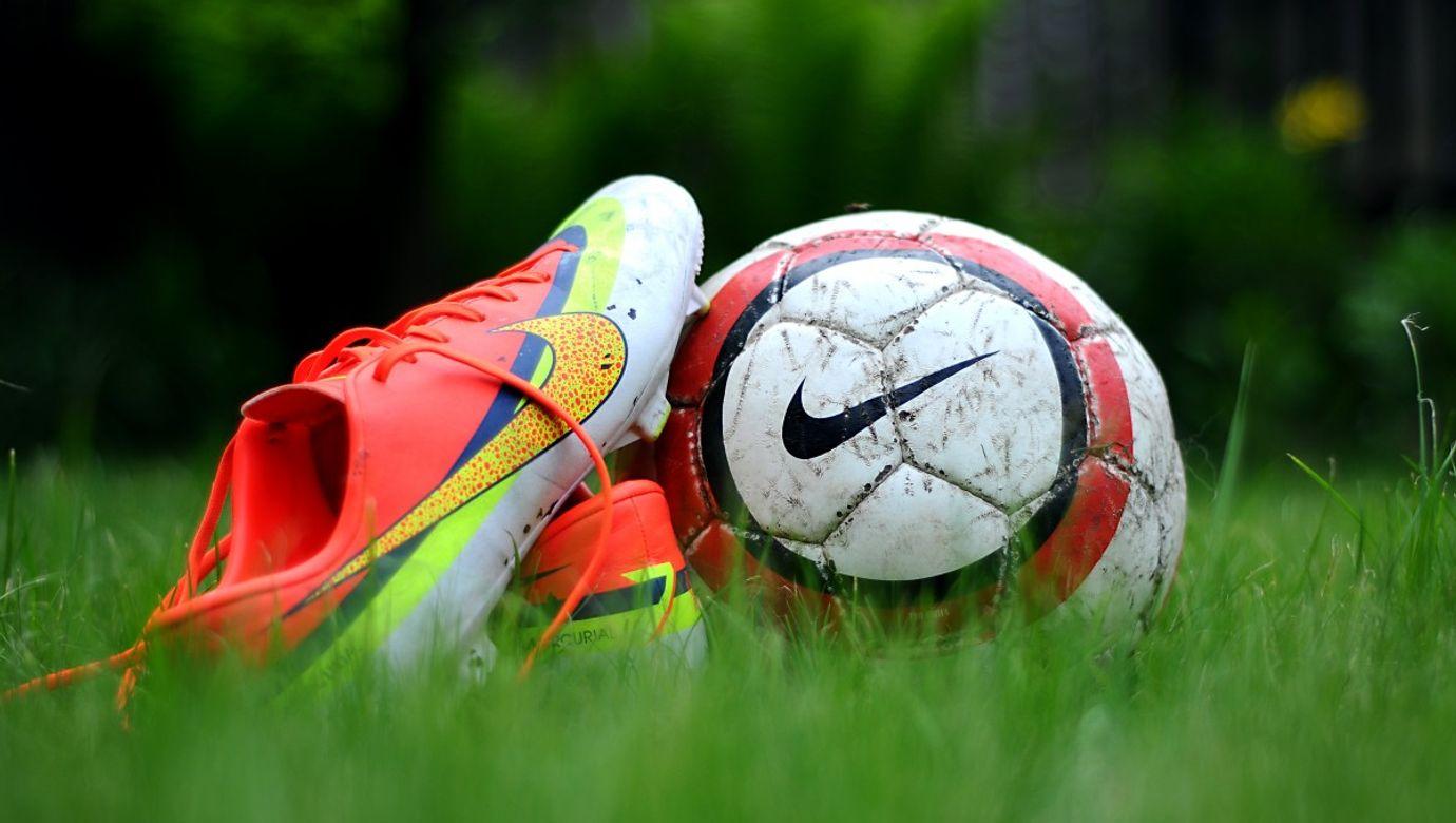 green_grass_shoes_nike_football_activity_action_ball-854811.jpg!d
