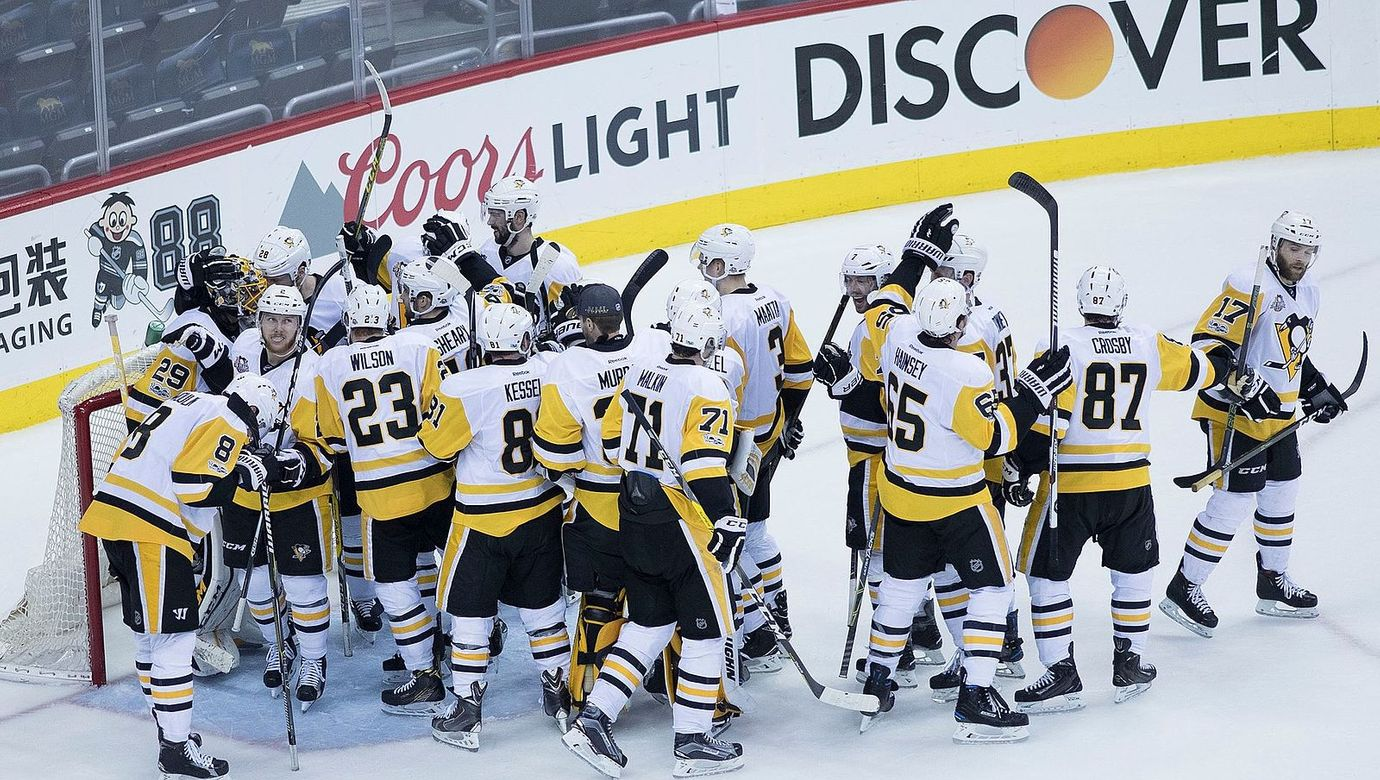 Pittsburgh_Penguins_(33775573563)_Edit