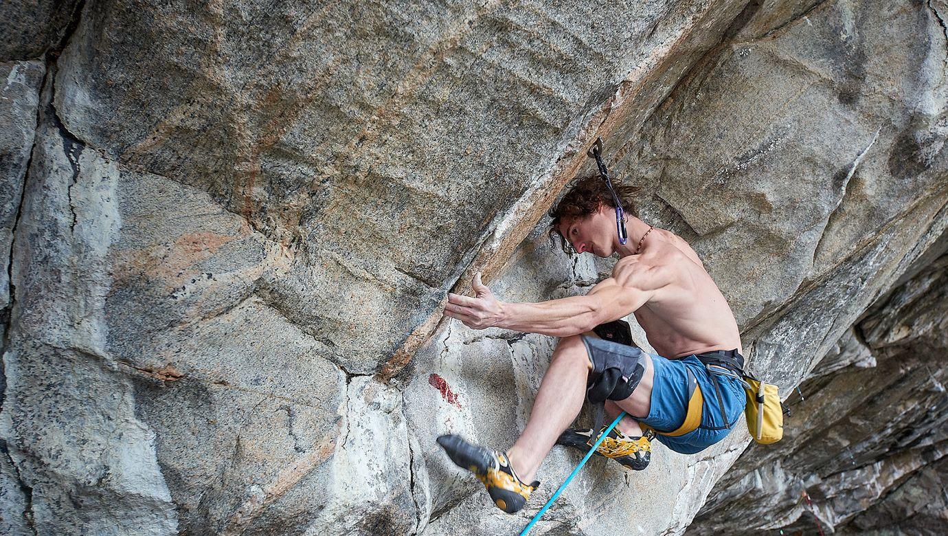 Adam_Ondra_climbing_Silence,_9c_by_PAVEL_BLAZEK_1