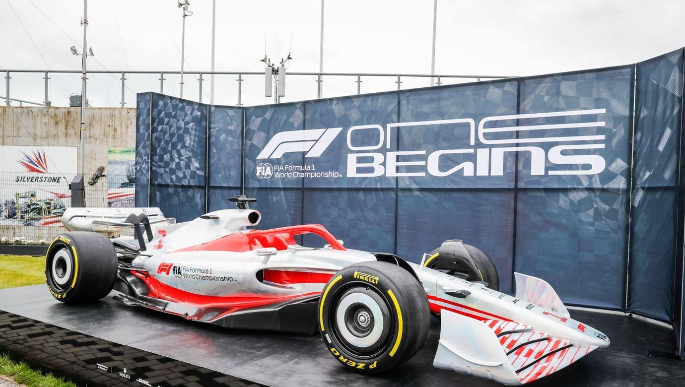 Prezentace nového vozu formule 1.