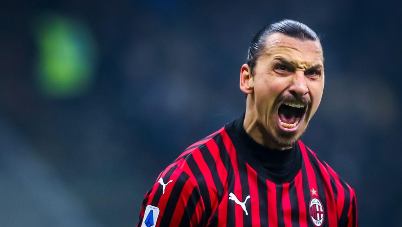 Zlatan Ibrahimovič má na tváři zuřivou grimasu.