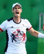 Útěky na toaletu a pláč. Andy Murray znovu hraje na trávě