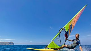 Windsurfař Karel Lavický se chystá do Tokia