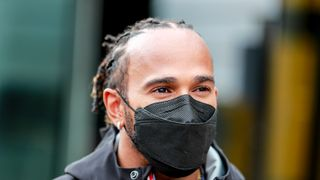 Špatná strategie Mercedesu, zpochybňuje Lewis Hamilton svůj tým