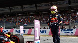 Pole position pro Verstappena. Mercedes propadl