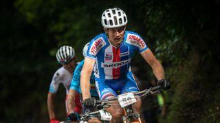 Bikeři Hynek se Stoškem vyhráli druhou etapu Swiss Epic