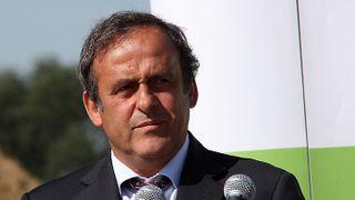 Fotbalovou legendu vyšetřují ve Švýcarsku. Bral Platini úplatky?