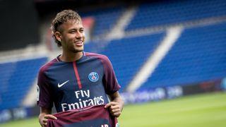 Neymar je zpátky ve Francii, PSG opustí jiní hráči