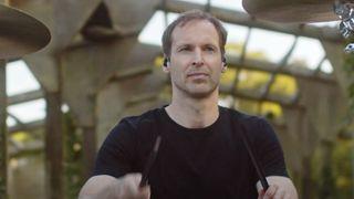 VIDEO: Petr Čech za bicími. Natočil klip a chystá se na živá vystoupení