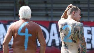 Německý nudafotbal. Naháči chtěli upozornit na korupci a nemocný systém