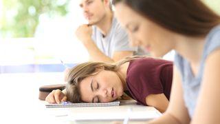 Rodiče musí předcházet spánkové deprivaci u svých dětí