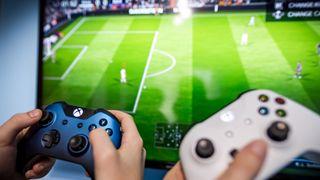 Na hodnocení fotbalistů ve hře FIFA pracuje devět tisíc lidí