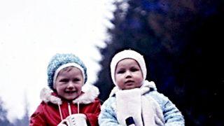 Hokej a tenis. Úspěšní sourozenci na fotce z roku 1974