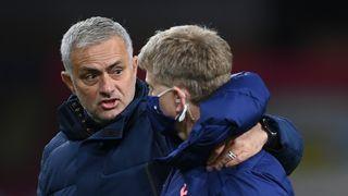 Úplně jiný José. Mourinho už rok trénuje Tottenham