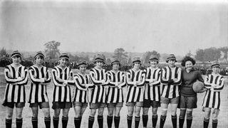 Dick Kerr's Ladies: Vyprodaly stadion a tak je raději zakázali