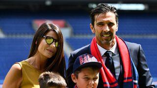 Buffon slaví 43 let. S modelkou Šeredovou zažil velké utrpení