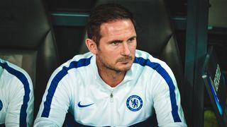 Utratil miliardy, ale bez výsledku. Frank Lampard už není koučem Chelsea