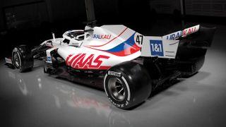Ruská trikolóra ve Formuli 1 dráždí
