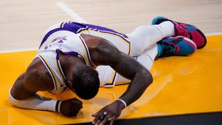 Lakers přišli o největší hvězdu. Jsem zraněný uvnitř i zvenku, říká LeBron James