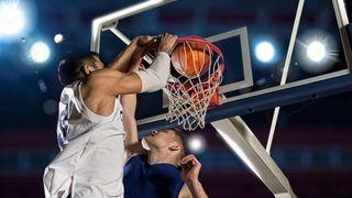 Příběh basketbalu: První zápas skončil 1:0 a hrálo se s koši na broskve