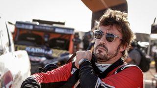 Alonso se vrací do F1, po nehodě má čelist vyztuženou titanem