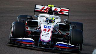 Grosjean nedostal najíst, na Schumachera s Mazepinem jsou v Haasu měkčí