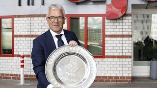 Ajax roztavil mistrovskou trofej a její kousky věnoval fanouškům