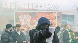 Nové protesty. Fanoušci Manchesteru zablokovali autobus Liverpoolu