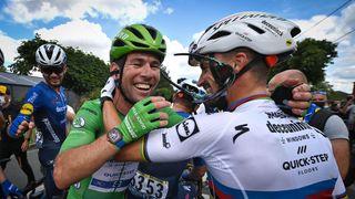 A zase ten Cavendish! Druhé vítězství na Tour a úcta soupeřů