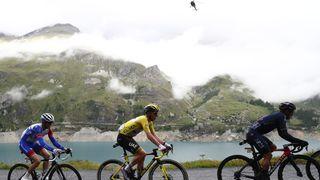 Tour de France je už bez Van der Poela, Pogačar znovu útočil v Alpách