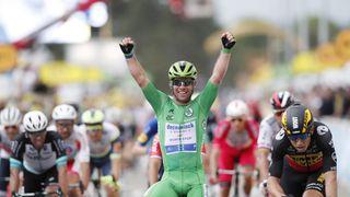 Cavendish znovu ukrojil Merckxův rekord, Merckx se ale zlobí na Van der Poela
