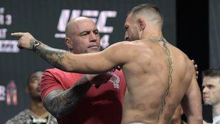 Komentátor UFC Joe Rogan má covid