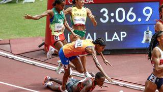 Upadla, vstala, vyhrála. Heroický návrat do závodu v podání nizozemské běžkyně