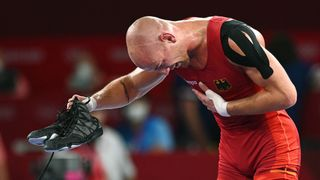 Olympijským bronzem zakončil kariéru, boty položil na žíněnku a rozplakal se
