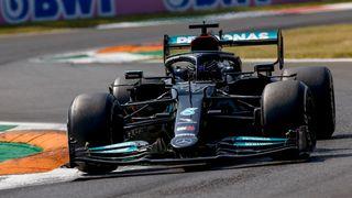 Hamilton nezvládl sprint a v Monze odstartuje čtvrtý. Verstappen má další pole position