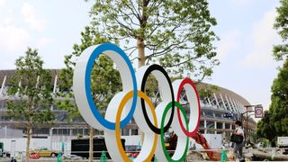 V olympijské vesnici je covid-19. Co se stane teď?