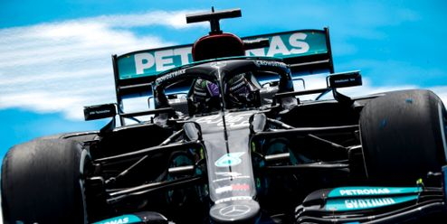 Nestíháme, zní z Mercedesu po úspěšné sérii Red Bullu
