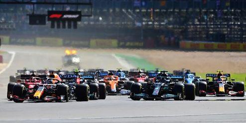 Verstappen vyhrál premiéru kvalifikačního sprintu a má pole position