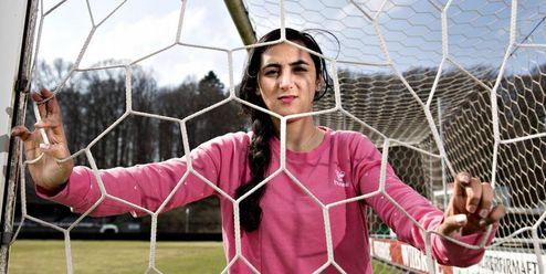 Ruší sociální sítě, ničí fotky. Afghánské fotbalistky chrání svou identitu
