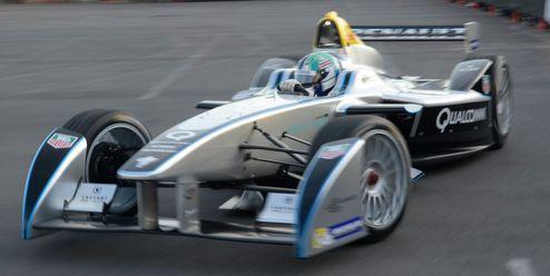Formule na baterky. ePrix v Římě zažila hromadnou nehodu