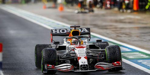 Bottas vítězí v Turecku, Verstappen se vrací do čela šampionátu