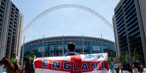 Ostuda Anglie. UEFA začala vyšetřovat incidenty na stadionu ve Wembley
