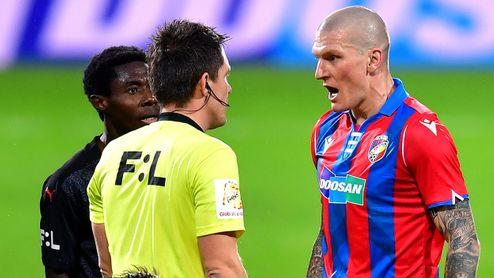 Slavia má double! Ondrášek dostal žlutou kartu hned, jak vběhl na hřiště