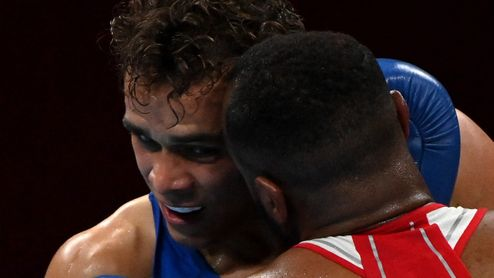 Jako Mike Tyson. Olympijský boxer zkusil soupeři ukousnout ucho